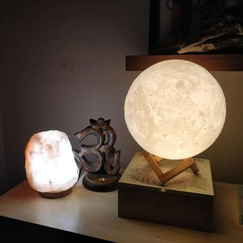 3D LED Lighting Real Moon Surface Re Chargeable Wireless Lamp With Wooden  Stand